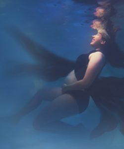 Maternity Underwater Photoshoot